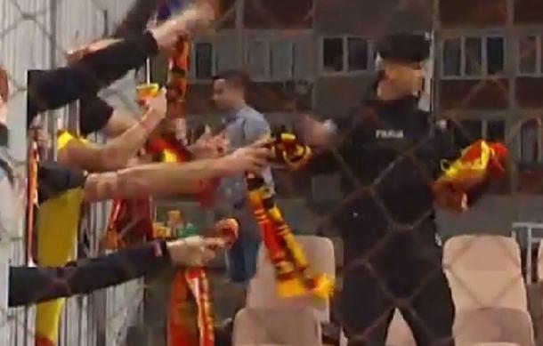 blusrcu.ba-VIDEO:  Nevjerovatna slika navijača BiH i Belgije otišla u svijet
