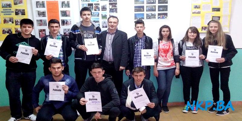 Prof. Amir Mahmutović sa učenicima Međunarodne škole u Tuzli