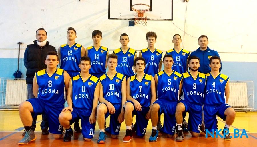 Juniorska ekipa KK Bosna Kalesija sa trenerom Jasminom Tupkovićem